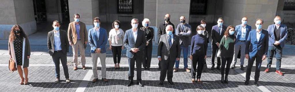Representantes de la Diputación Foral de Gipuzkoa, Biozientziak Fundazioa, Kuxa Fundazioa, con representantes de empresas del sector